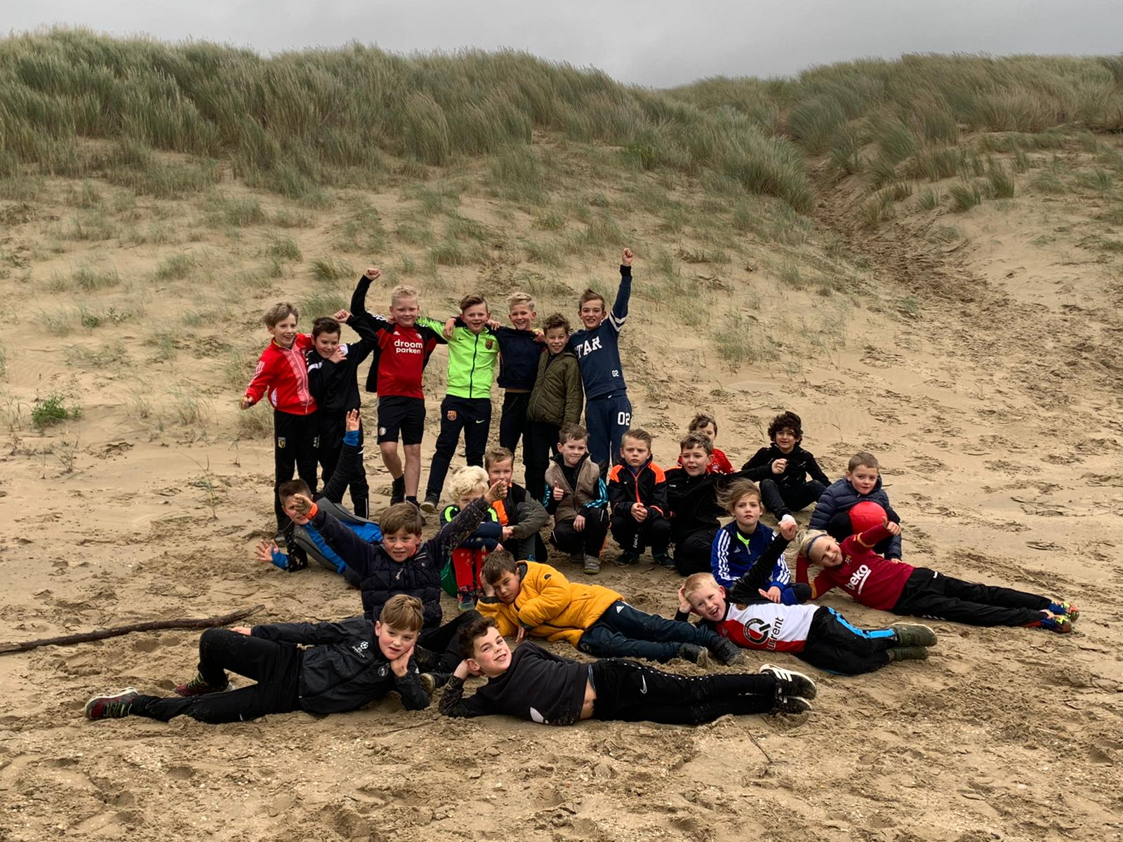 JO8 en JO9 verkiezen strand boven kunstgras